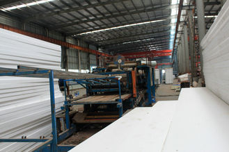 Cina Custom Pre-engineered Prefabricated Industrial Welding Metal Roofing Sheets System pemasok